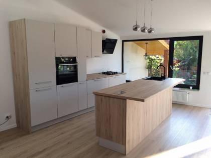 Referință - Bucătărie modernă Nobilia Touch - Satin gri / Stejar Sanremo