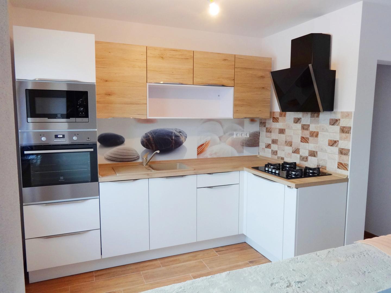 Referință - Bucătărie modernă Nobilia Riva - Alb / Stejar Sanremo
