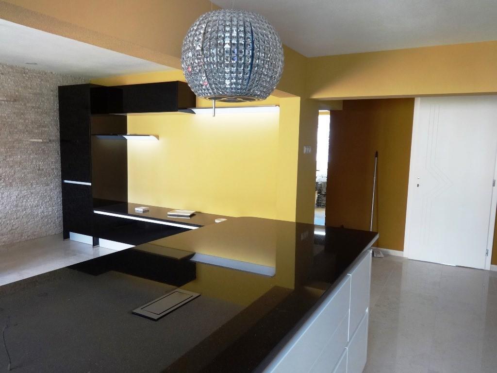 Referință - Bucătărie modernă Nobilia Lux - Bej / Granit autentic