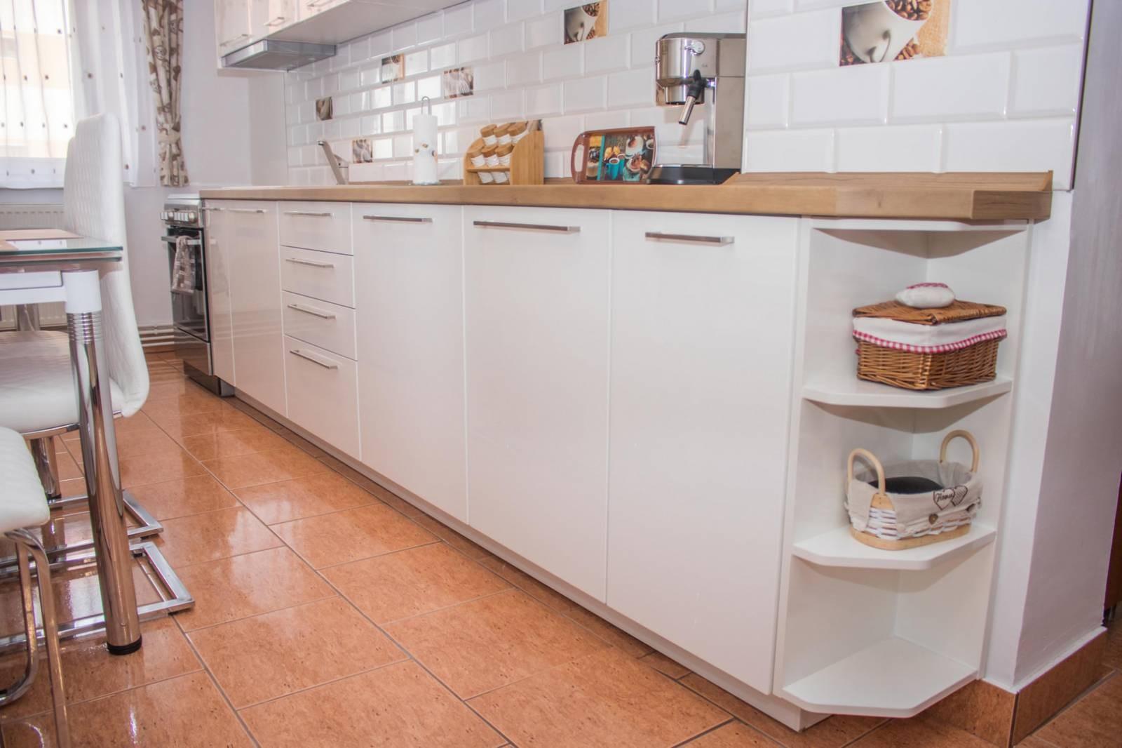 Referință - Bucătărie modernă Nobilia Flash - Alb / stejar Taxus