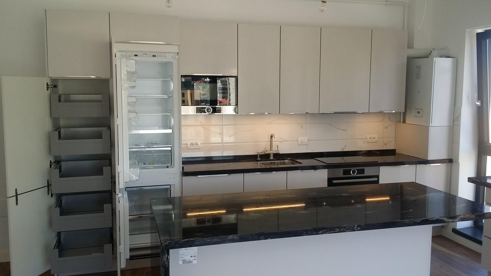 Referință - Bucătărie modernă Nobilia Touch - Satin gri / Granit autentic