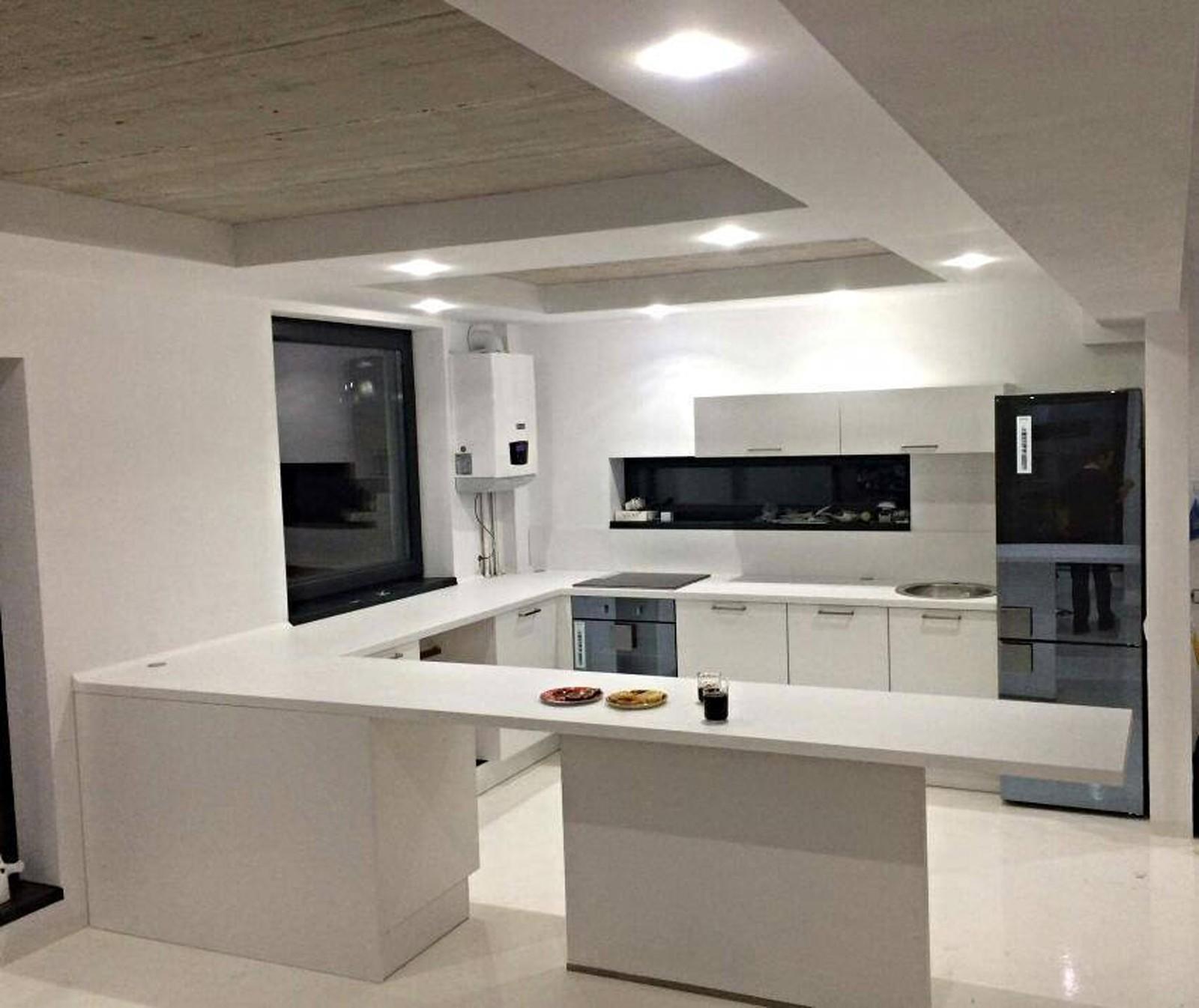 Referință - Bucătărie modernă Nobilia Touch - Alb alpin / Alb premium