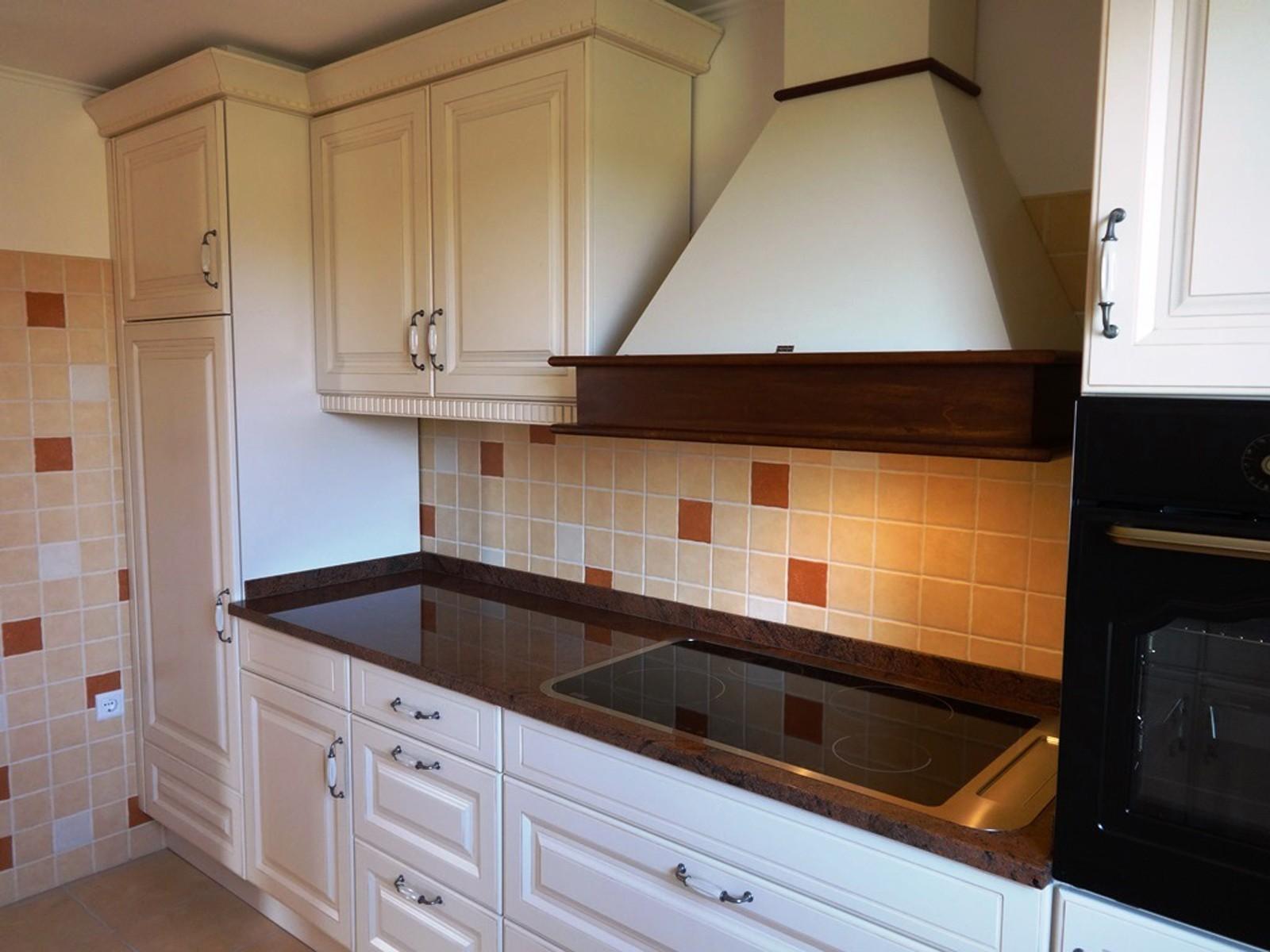 Referință - Bucătărie clasică Nobilia Castello - Bej antichizat / Granit autentic