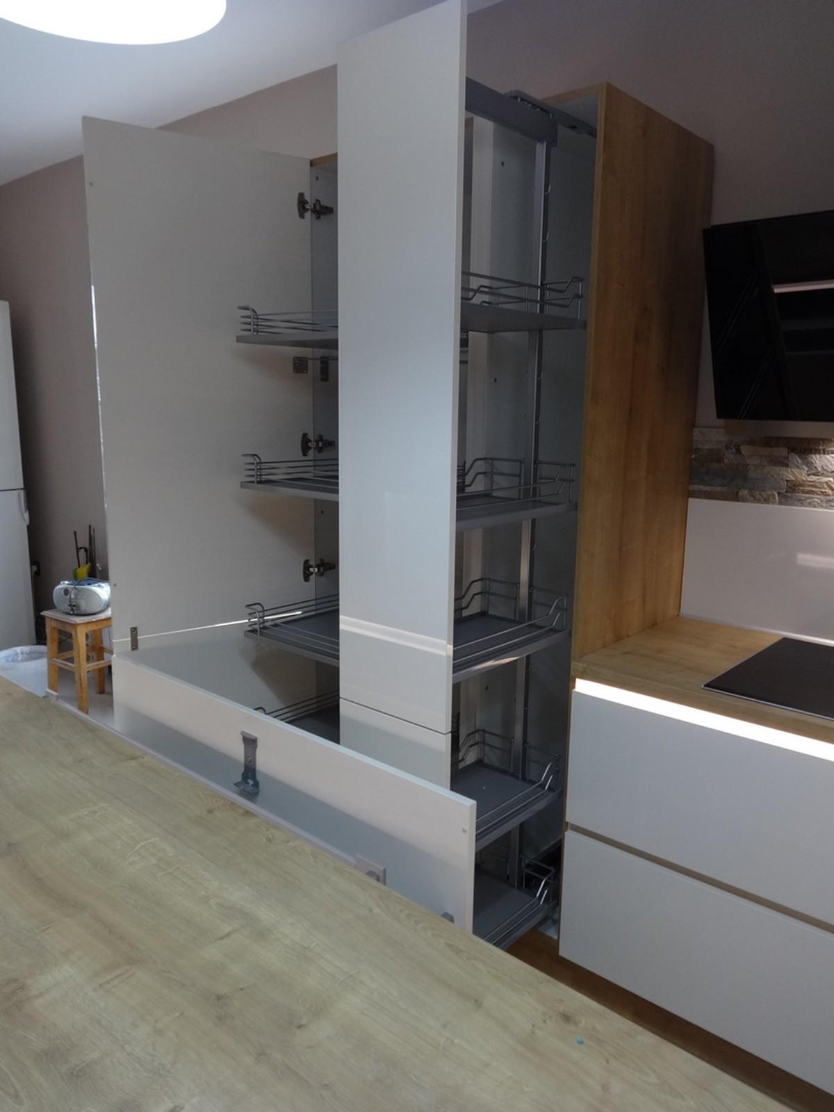 Referință - Bucătărie modernă Nobilia Focus - Crem / Stejar Provence