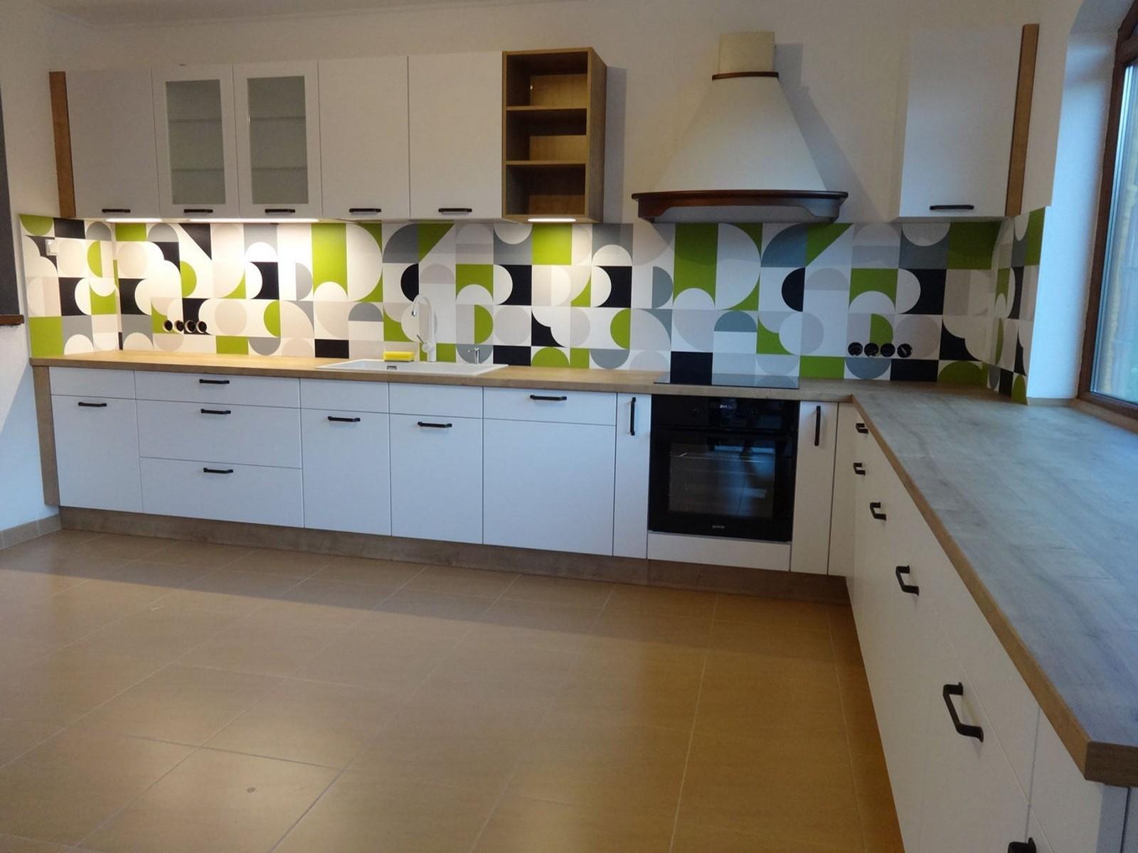 Referință - Bucătărie modernă Nobilia Touch - Alb alpin / Stejar Provence