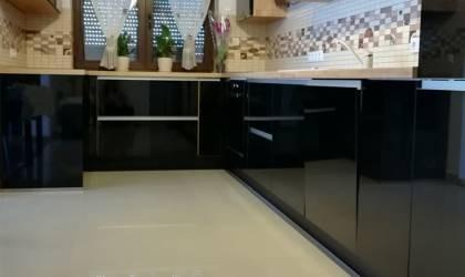 Referință - Bucătărie modernă Nobilia Focus - Negru / Stejar Yukon