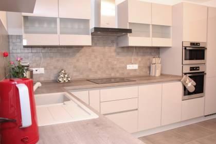 Referință - Bucătărie modernă Nobilia Focus - Nisip / Stejar Tuscan