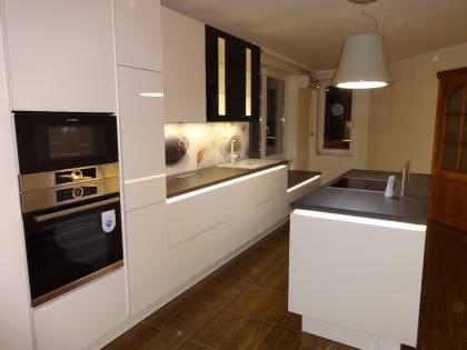 Referință - Bucătărie modernă Nobilia Focus - Crem / Stejar Gladstone