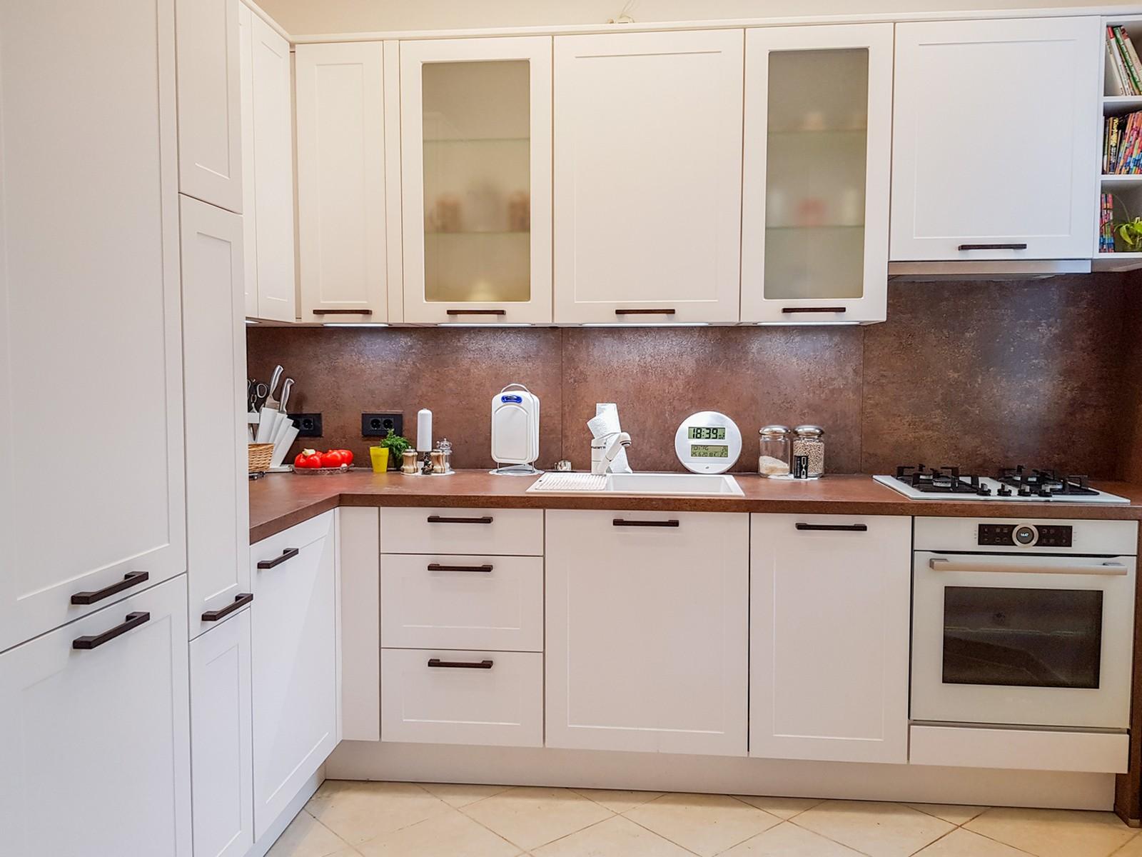 Referință - Bucătărie clasică Nobilia Credo - Alb alpin / Ferro bronze