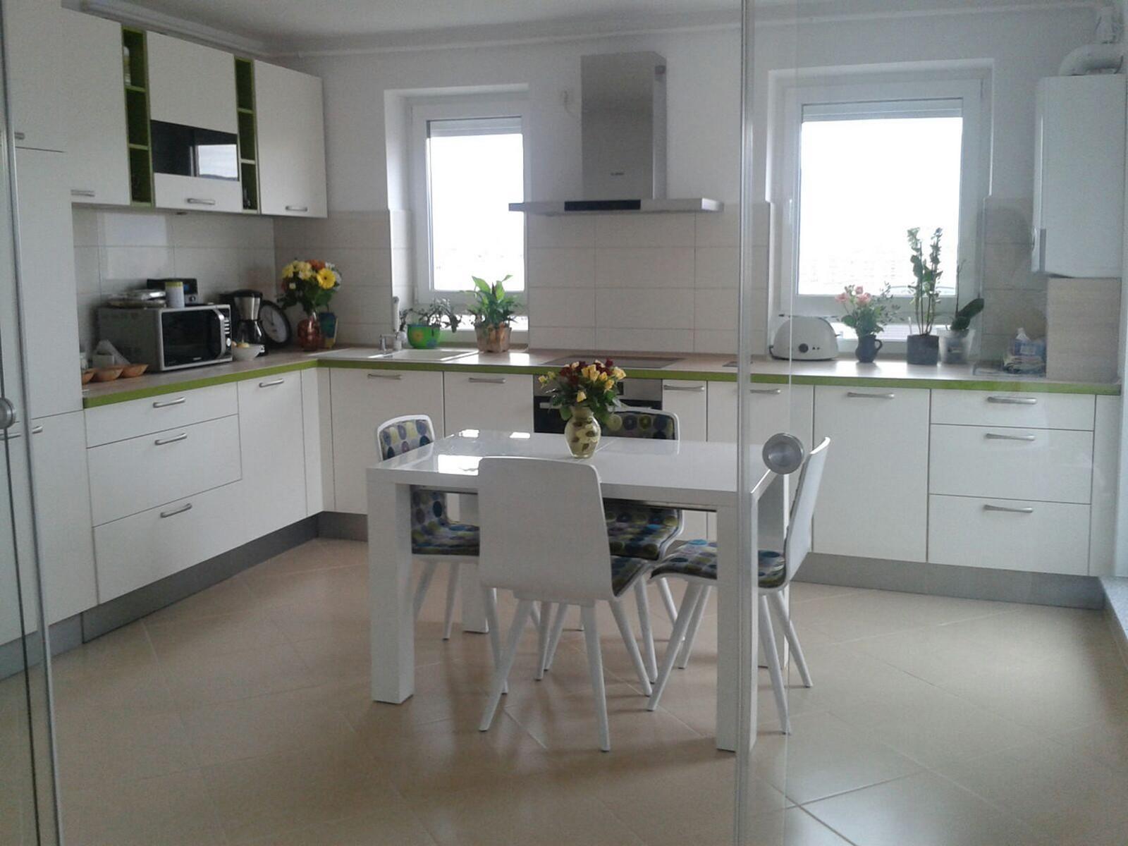 Referință - Bucătărie modernă Nobilia Touch - Satin gri / Brad Montana