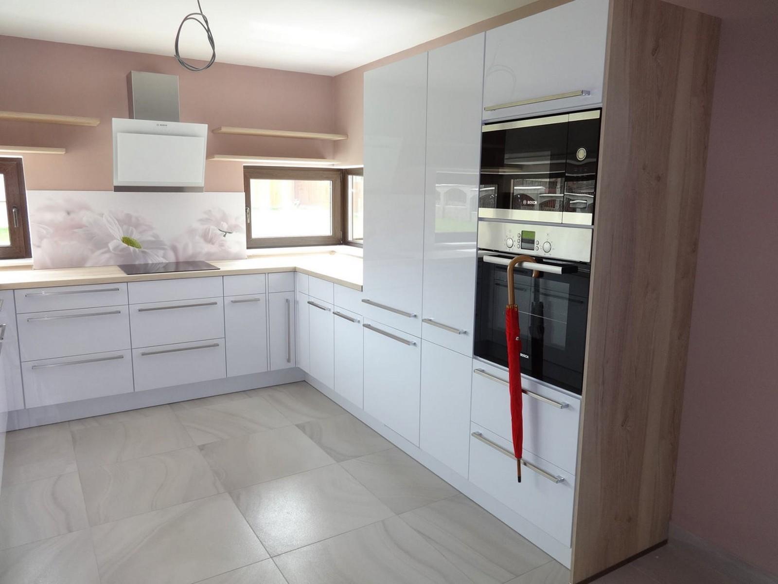 Referință - Bucătărie modernă Nobilia Focus -  Alb premium / Stejar Plank