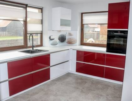 Referință - Bucătărie modernă Nobilia Primo / Flash - Bordeaux / Alb