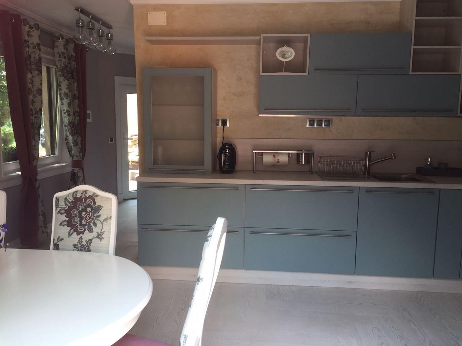 Referință - Bucătărie modernă Nobilia Touch - Apă Albastră / Brad Montana