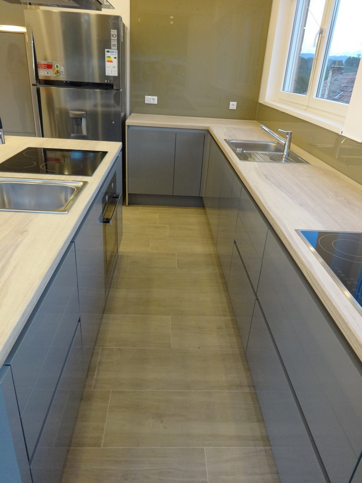 Referință - Bucătărie modernă Nobilia Focus - Gri mineral / Stejar Plank