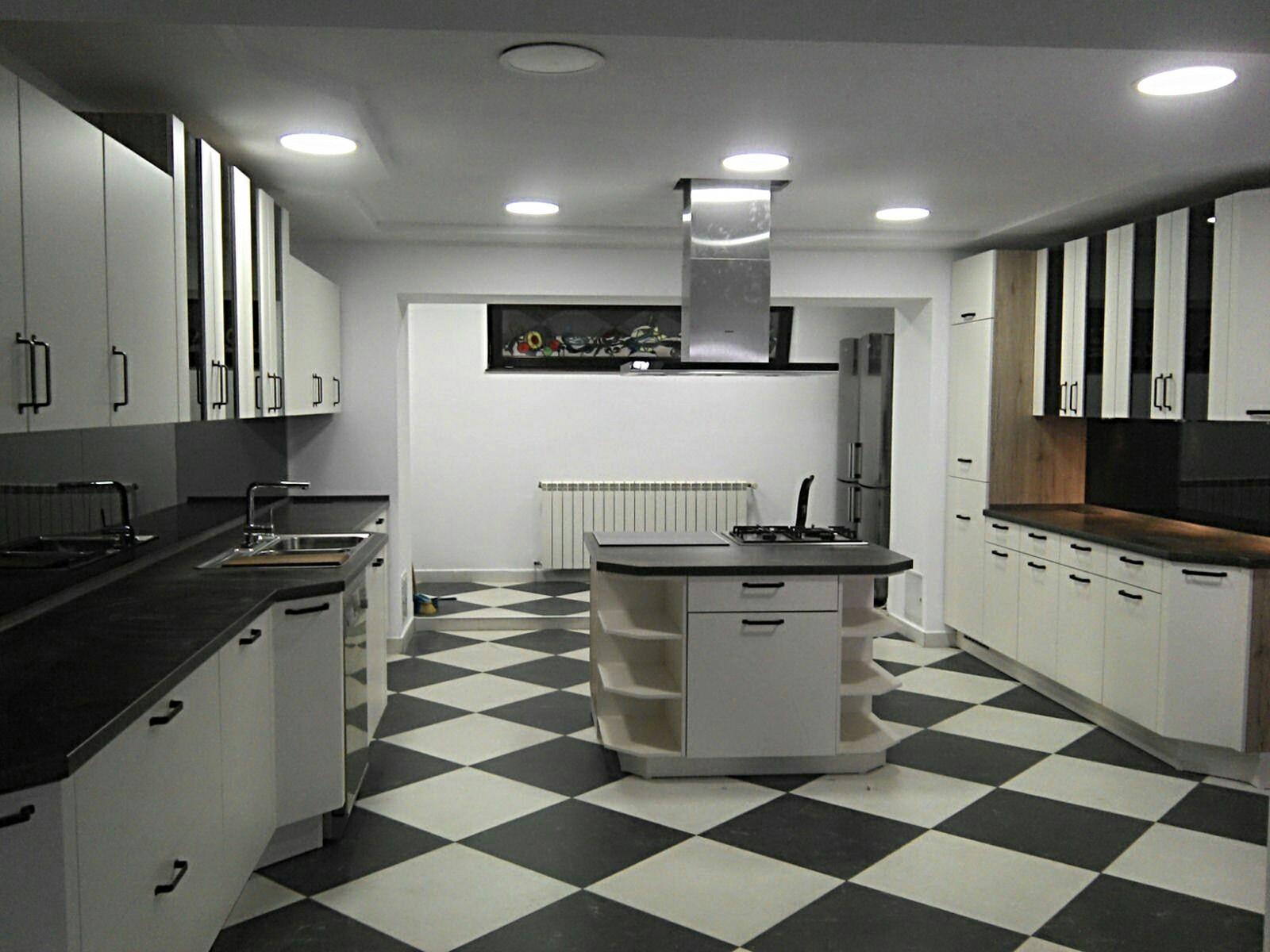 Referință - Bucătărie modernă Nobilia Touch - Bej / Vintage Copper