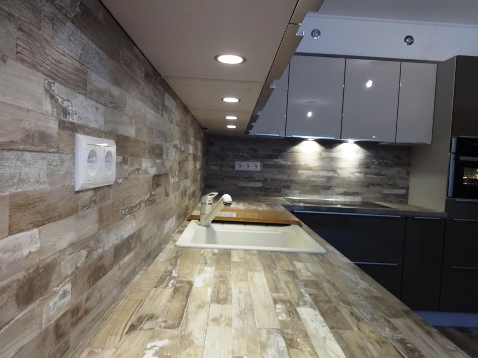 Referință - Bucătărie modernă Nobilia Gloss / Flash - Magma / Satin gri