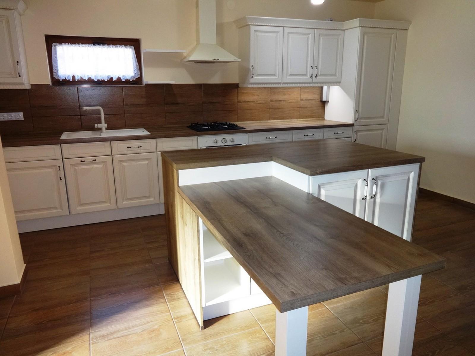 Referință - Bucătărie clasică Nobilia Castello - Bej antichizat / Stejar canadian