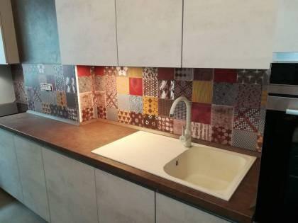 Referință - Bucătărie modernă Nobilia Riva - Beton gri / Patchwork