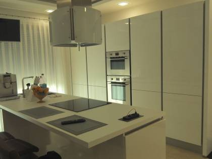 Referință - Bucătărie modernă Nobilia Lux - Alb alpin