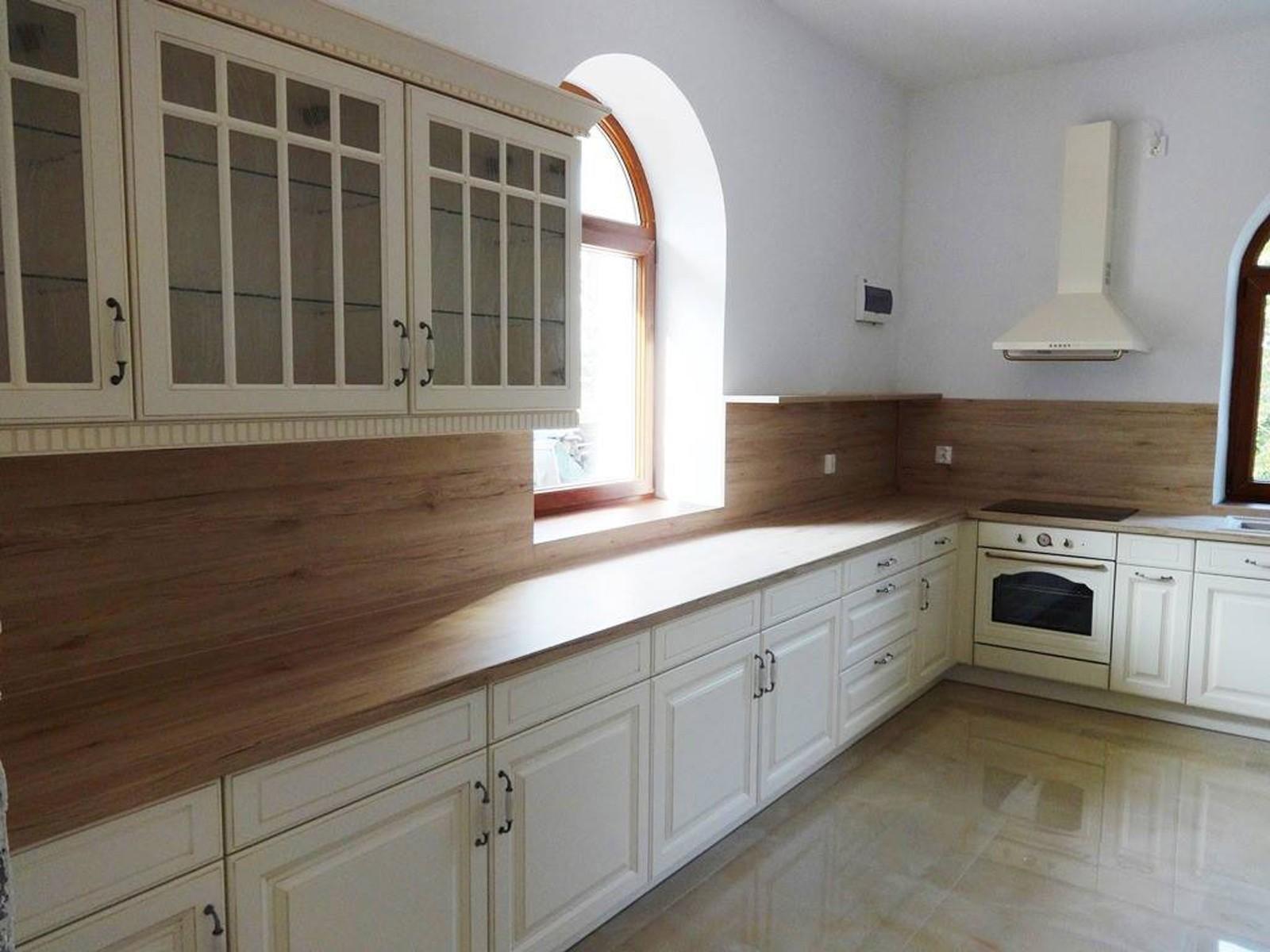 Referință - Bucătărie clasică Nobilia Castello - Bej antichizat / Stejar Sanremo