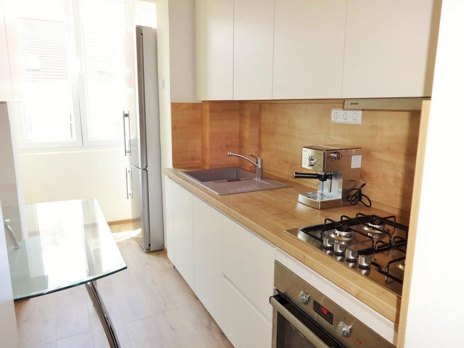 Referință - Bucătărie modernă Nobilia Laser - Bej / Stejar Provence
