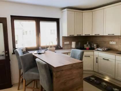 Referință - Bucătărie rustică Nobilia York - Lemn autentic bej / Stejar Sanremo