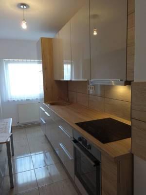 Referință - Bucătărie modernă Nobilia Focus - Nisip / Stejar Sanremo