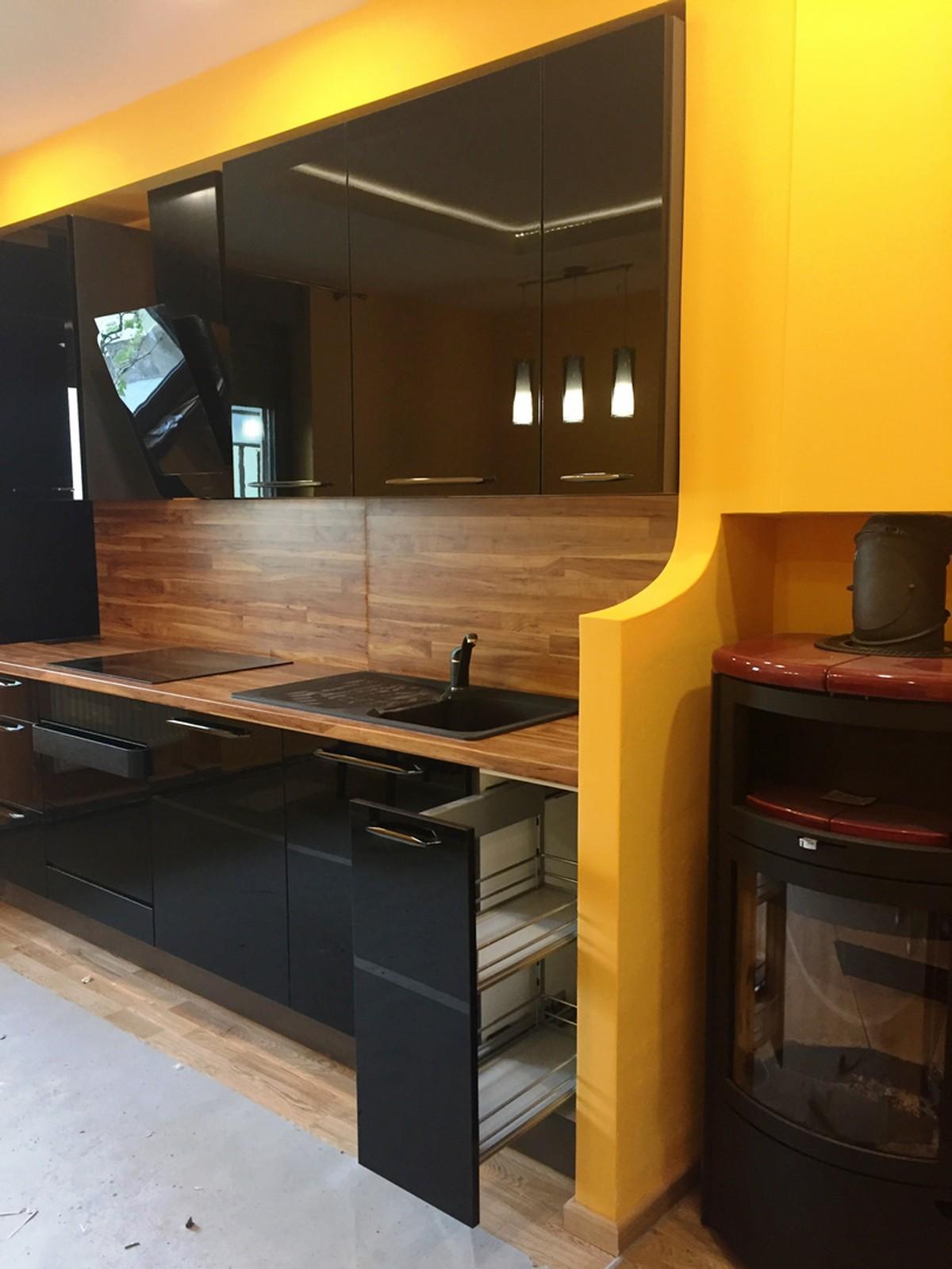 Referință - Bucătărie modernă Nobilia Focus - Negru / Plum Butcherbluck