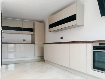 Referință - Bucătărie modernă Nobilia Focus - Nisip / Stejar Timber