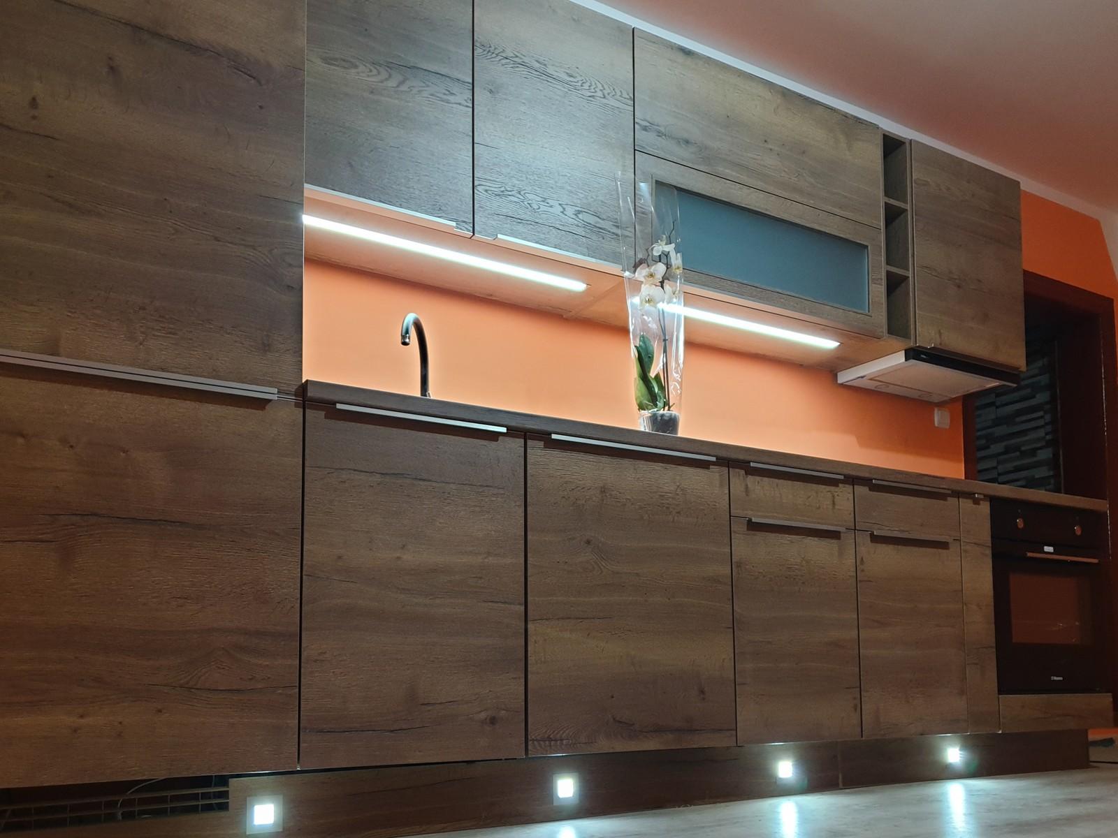 Referință - Bucătărie modernă Nobilia Structura - Stejar Havana