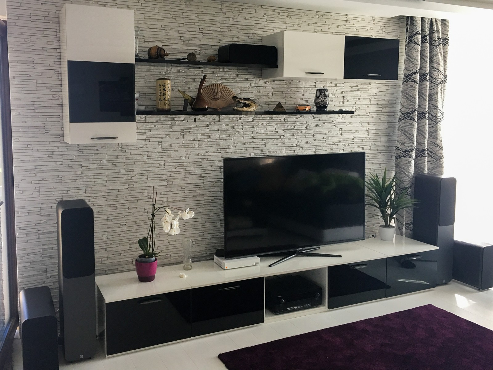 Referință - Mobilier modern pentru living Nobilia Focus - Alb și negru