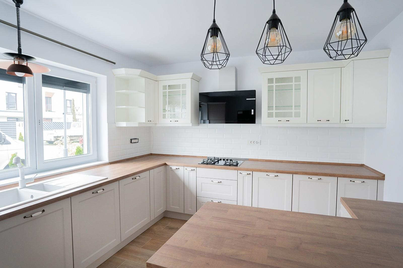 Referință - Bucătărie rustică Nobilia Chalet - Nisip / Stejar