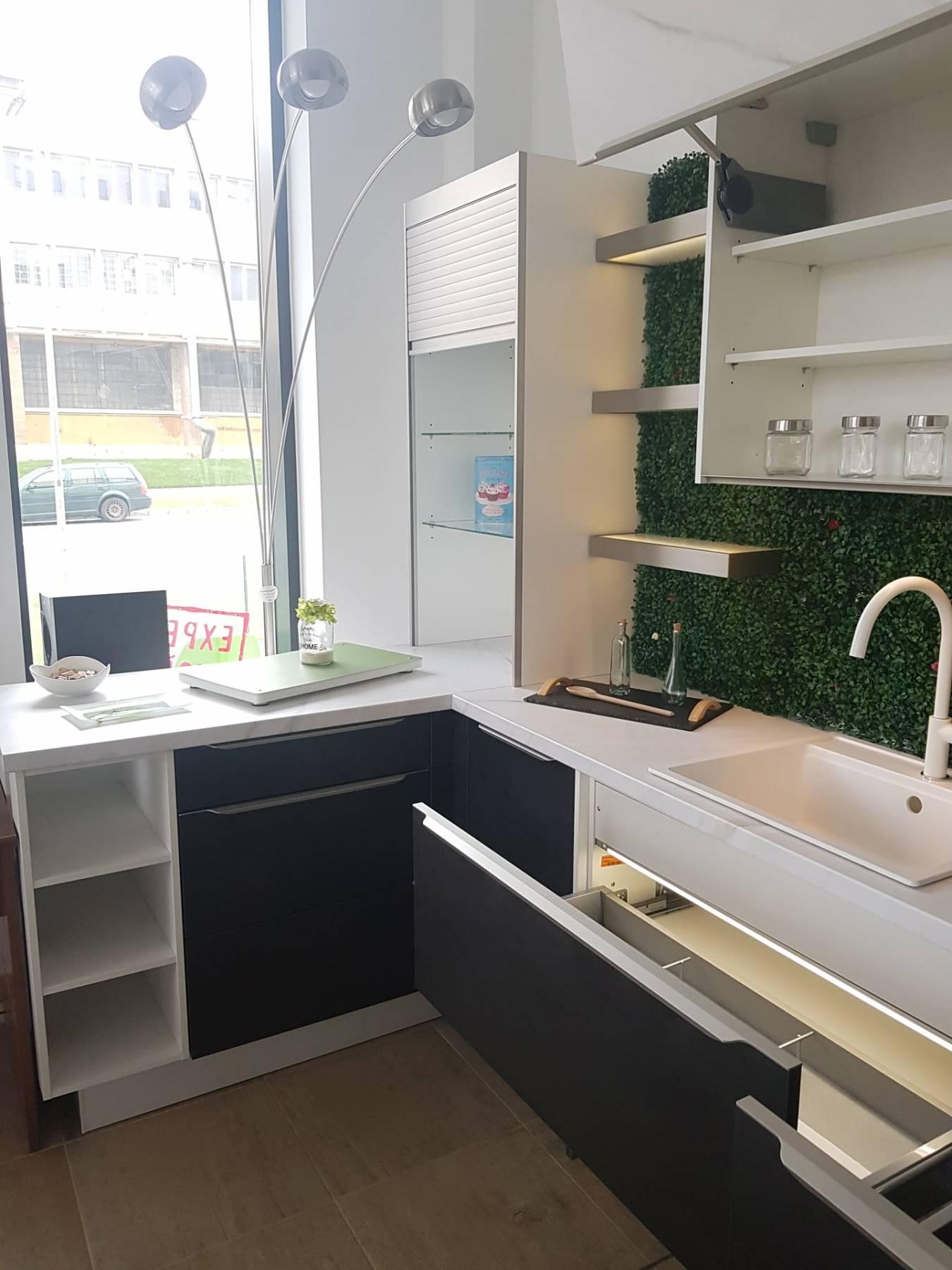 Lichidare - Mobilă de bucătărie Nobilia Speed - Beton negru
