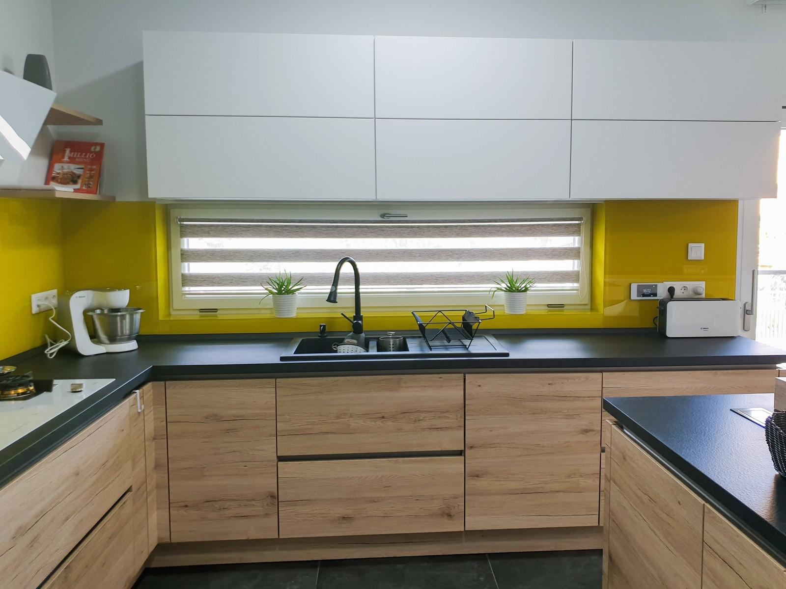 Referință - Bucătărie modernă Nobilia Riva / Touch - Alb / Stejar Sanremo