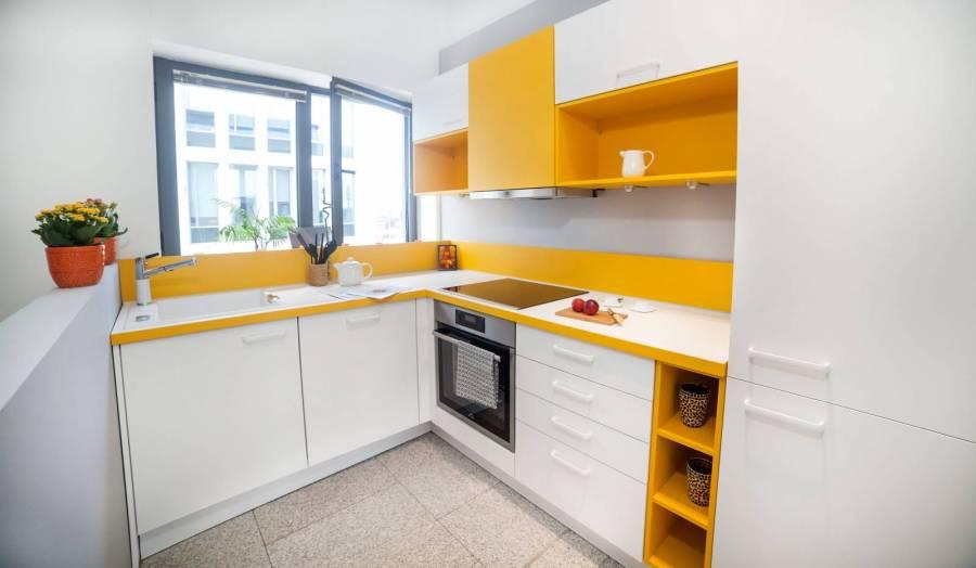 Lichidare - Mobilă de bucătărie Nobilia Speed - Alb / Galben - Electrocasnice Incluse