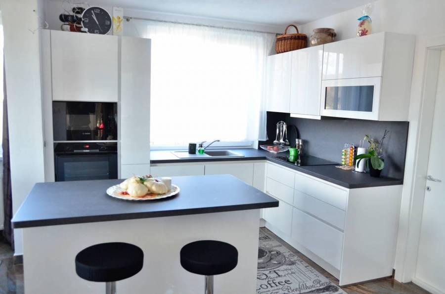 Referință - Bucătărie modernă Nobilia Focus - Alb Alpin Lucios