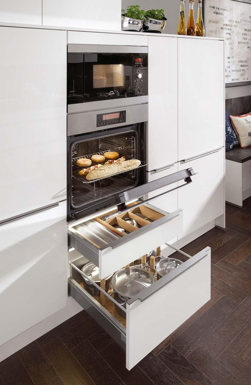 Mobilă de bucătărie modernă Nobilia Focus - Alb ultra lucios